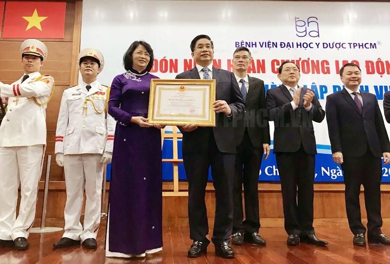 Bệnh viện Đại học Y Dược TP Hồ Chí Minh nhận Huân chương Lao động hạng Nhất