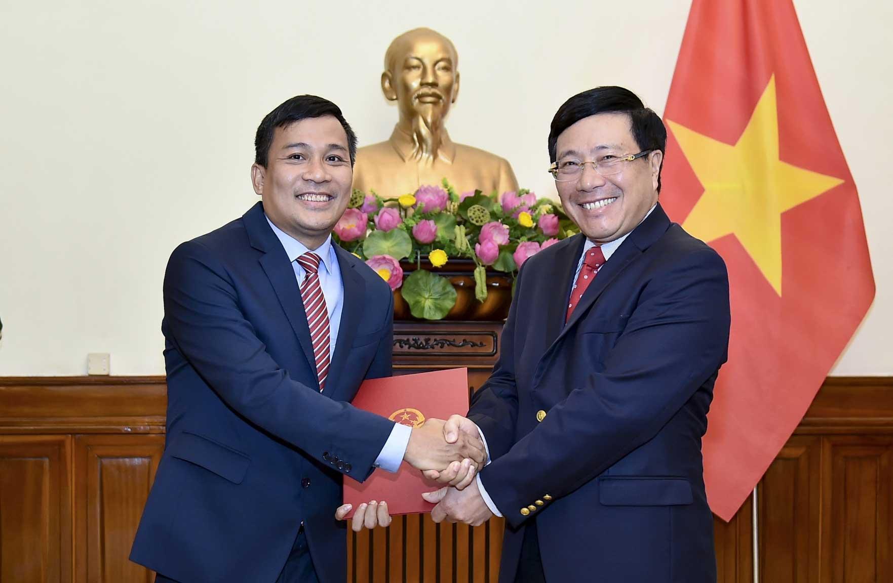 Trao quyết định bổ nhiệm Thứ trưởng Bộ Ngoại giao