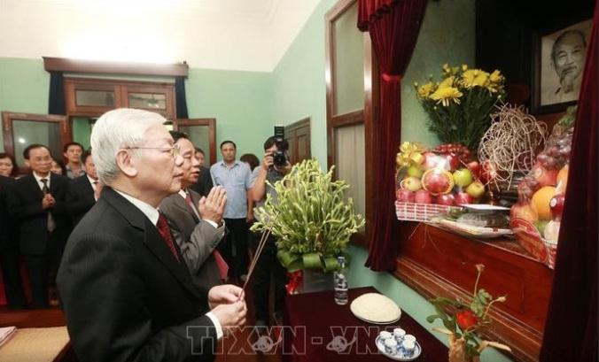 Tổng Bí thư, Chủ tịch nước Nguyễn Phú Trọng dâng hương tưởng niệm Chủ tịch Hồ Chí Minh 🎥