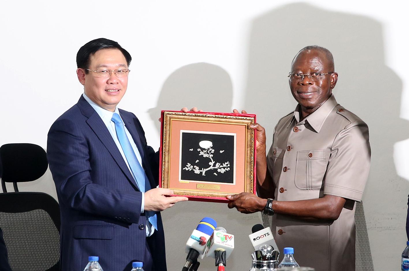 Việt Nam sẵn sàng hỗ trợ Ni-giê-ri-a sản xuất nông nghiệp công nghệ cao