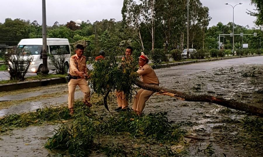 Quảng Nam và Đà Nẵng khắc phục hậu quả bão số 5