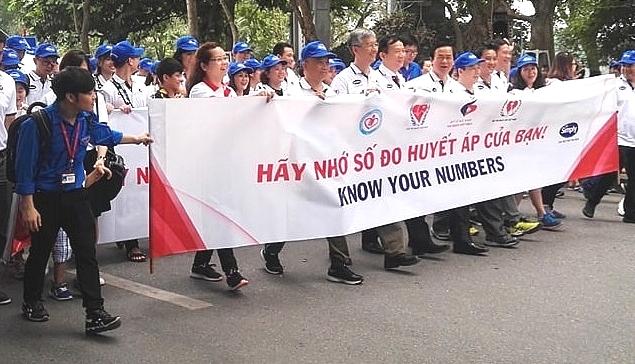 Hàng ngàn người dân thủ đô tham gia Chương trình đi bộ Vì sức khỏe tim mạch