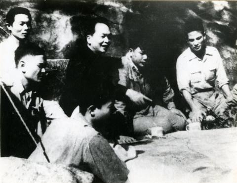 Đồng chí Võ Nguyên Giáp đọc Nhật lệnh trong lễ mừng chiến thắng Điện Biên Phủ