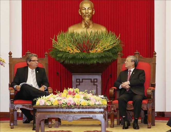 Thường trực Ban Bí thư Trần Quốc Vượng tiếp Đoàn đại biểu Đảng Cộng sản Cuba