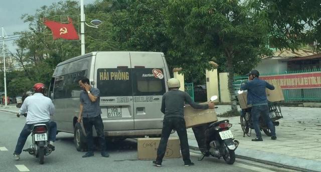 TP Móng Cái Hàng loạt ô tô chở khách ngang nhiên dừng, đỗ và đón trả khách sai quy định