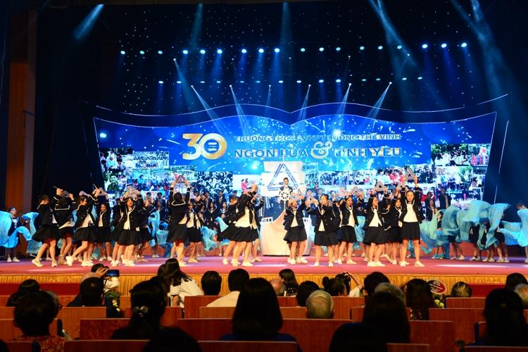 Trường Lương Thế Vinh Hà Nội kỷ niệm 30 năm thành lập