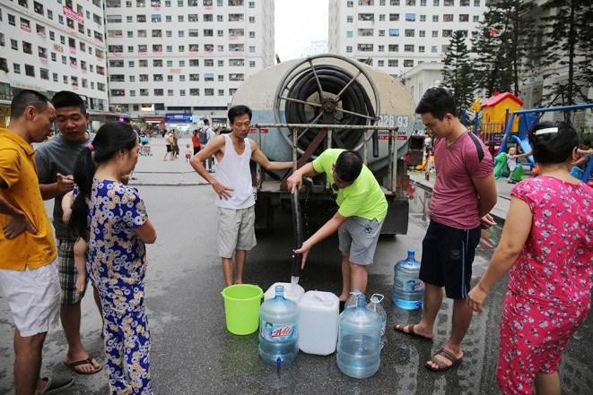 Hà Nội Cung cấp nước sạch miễn phí cho các khu dân cư bị ảnh hưởng từ nước sông Đà