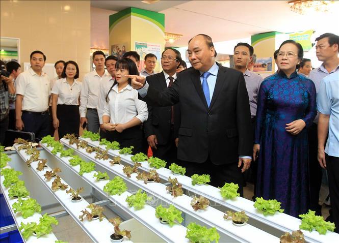 Thủ tướng Nguyễn Xuân Phúc Xây dựng nông thôn mới cốt lõi là giữ gìn văn hóa và nâng cao đời sống của nhân dân  🎥
