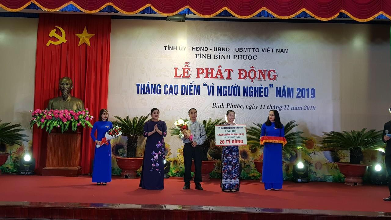 """Hơn 150 tỷ đồng ủng hộ Quỹ """"Vì người nghèo"""" tại Bình Phước"""
