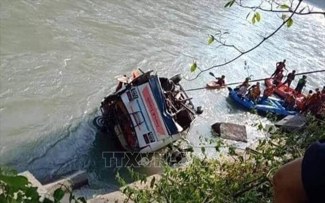 Xe buýt lao xuống sông tại Nepal, ít nhất 15 người thiệt mạng