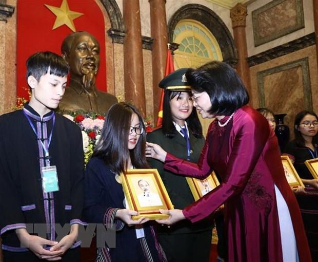 Phó Chủ tịch nước gặp mặt học sinh, thanh niên dân tộc thiểu số tiêu biểu