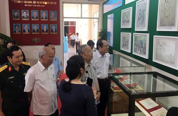 Khai mạc triển lãm ảnh 50 năm thực hiện Di chúc của Chủ tịch Hồ Chí Minh
