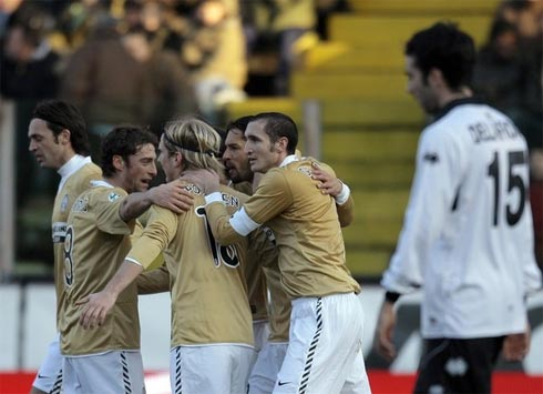 Juventus tìm lại nụ cười, Roma dằn vặt vì mất điểm