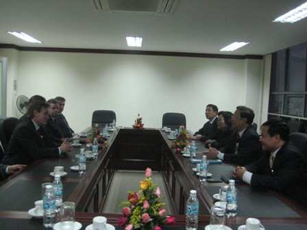 Chủ tịch Liên hiệp các tổ chức hữu nghị Việt Nam tiếp đoàn Nghị sỹ và doanh nhân Canada