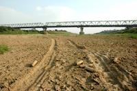 Sông Hồng hạn hán kéo dài