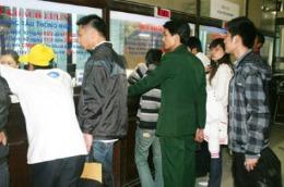 Ga Hà Nội bán 1 200 vé tàu Tết qua tin nhắn