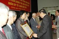 Trao tặng Huân chương Độc lập, Huân chương Lao động cho cán bộ ngành Ngoại giao