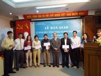 Bàn giao 339 máy xông họng cho các bệnh viện và trung tâm y tế thành phố Hà Nội