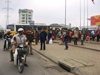 Các bến xe ngạt thở vì khách đổ xô về Hà Nội