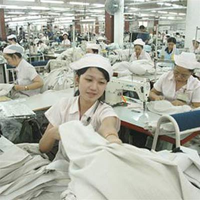 Không chỉ quan tâm đến phụ nữ trong lao động