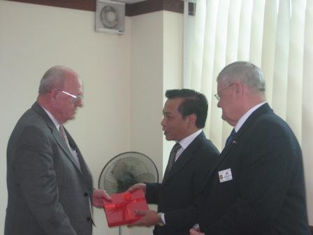 Tổ chức Cựu chiến binh các cuộc chiến tranh ở nước ngoài VFW thăm và làm việc tại Việt Nam