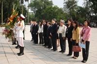 Liên hiệp các tổ chức hữu nghị Việt Nam dâng hoa nhân kỷ niệm 140 năm ngày sinh Lê-nin