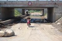Sớm khắc phục tình trạng ngập nước và nứt, lún trên đại lộ Thăng Long