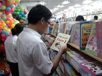 Sách giáo khoa lớp 1 Tăng cả giá lẫn sức mua