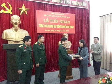 Bảo tàng Lịch sử Quân sự Việt Nam tiếp nhận tượng chân dung Đại tướng Nguyễn Chí Thanh