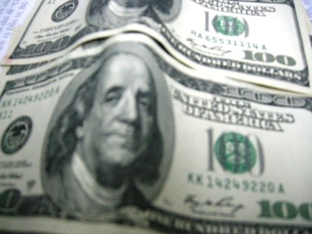 Giá đô la Mỹ tiếp tục sát trần