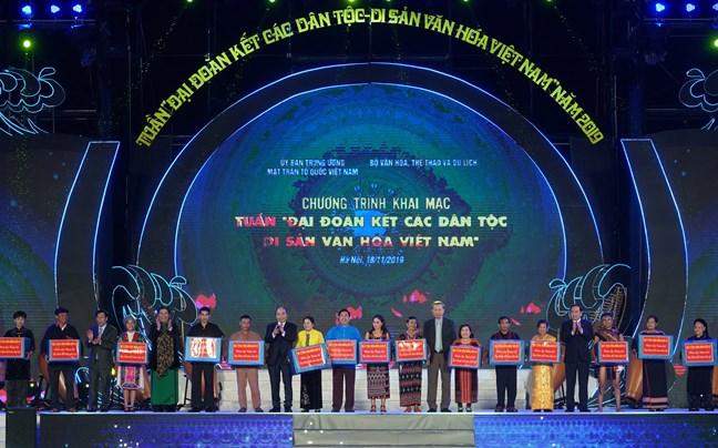 Thủ tướng Nguyễn Xuân Phúc Giương cao ngọn cờ tập hợp đại đoàn kết toàn dân tộc