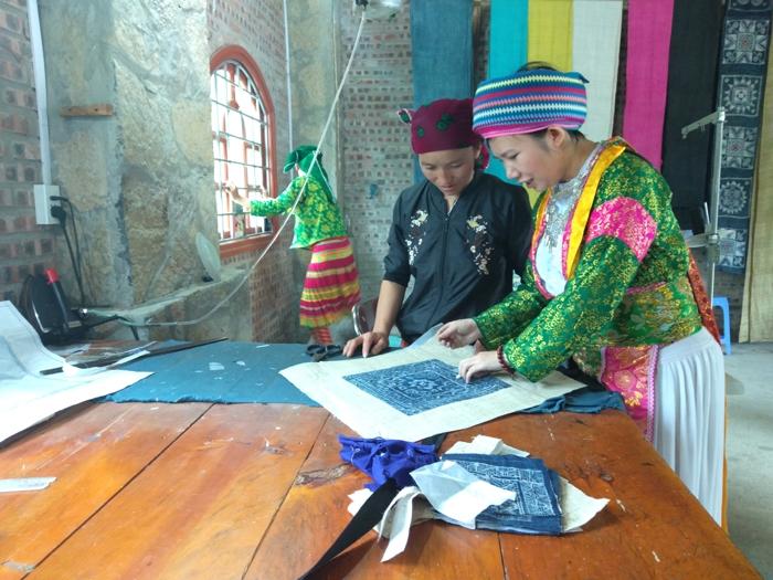 Vàng Thị Cầu, nữ đảng viên người Mông giúp nhiều phụ nữ thoát nghèo
