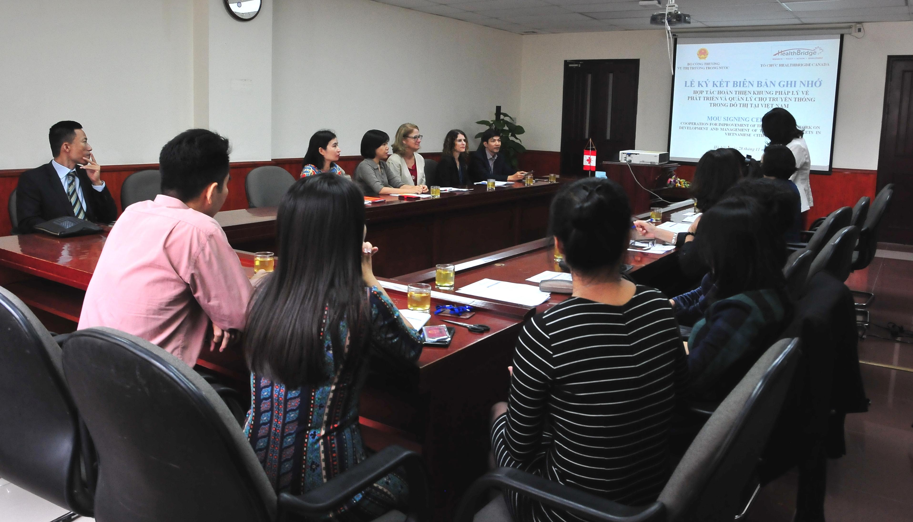 Hợp tác hoàn thiện khung pháp lý phát triển và quản lý chợ truyền thống trong đô thị