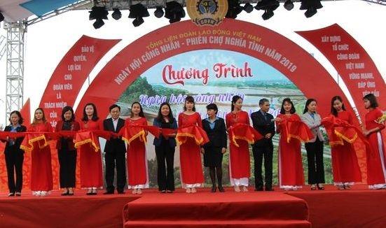 """Đông đảo người lao động đến với """"Ngày hội công nhân - Phiên chợ nghĩa tình năm 2019"""""""