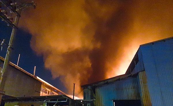 Đồng Nai Cháy lớn tại nhà máy chuyên sản xuất tấm lợp PVC