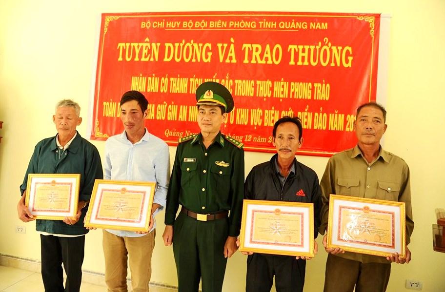 Quảng Nam tuyên dương các công dân nhặt được và giao nộp 25 bánh heroin