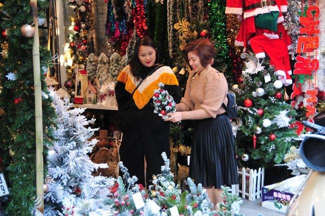 Hà Nội nhộn nhịp thị trường mùa Giáng sinh