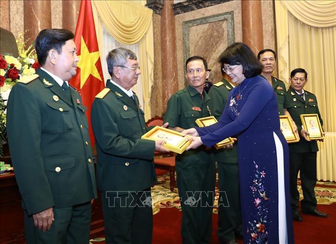 Phó Chủ tịch nước Đặng Thị Ngọc Thịnh tiếp Đoàn đại biểu Người có công và Cựu chiến binh tỉnh Vĩnh Long