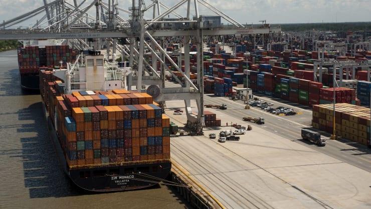 Thâm hụt thương mại Mỹ giảm xuống mức thấp nhất trong hơn 1 năm