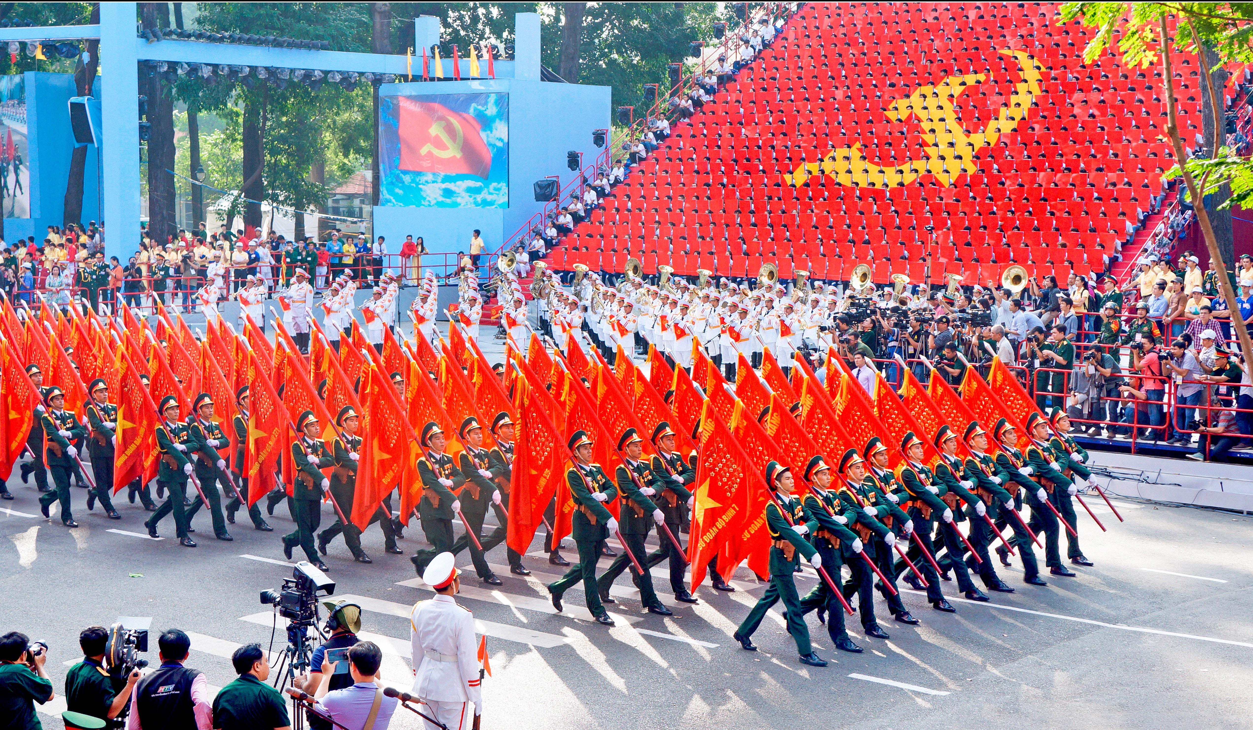 """""""Trung với Đảng, hiếu với dân"""" - Giá trị hình mẫu của người quân nhân cách mạng theo tư tưởng Hồ Chí Minh"""