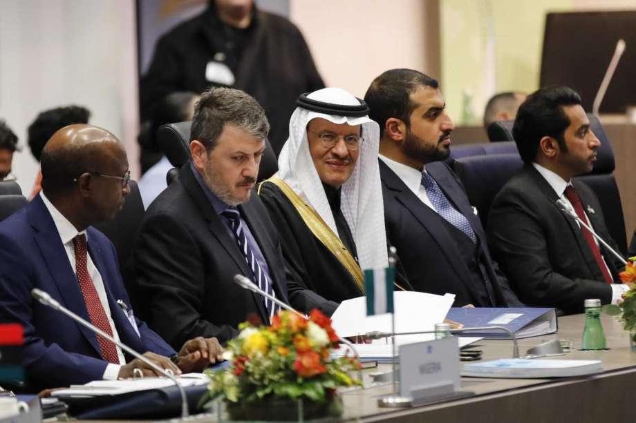 OPEC+ sẽ cắt giảm thêm 500 000 thùng dầu mỗi ngày