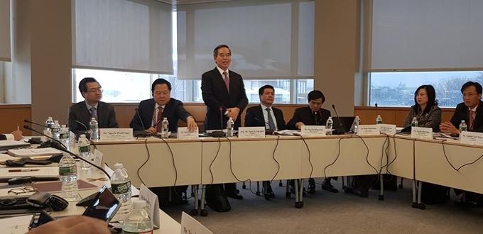 Đoàn đại biểu cấp cao Việt Nam tham dự Chương trình Lãnh đạo quản lý cao cấp VELP