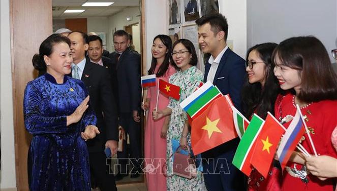 Chủ tịch Quốc hội gặp gỡ cộng đồng người Việt Nam tại Cộng hòa Tatarstan, Liên bang Nga  