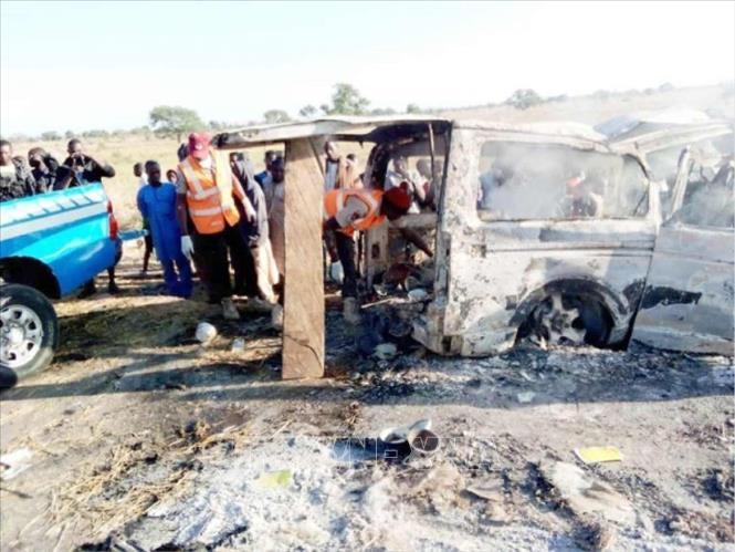 Nigeria Xe khách đối đầu xe tải, hàng chục người thiệt mạng