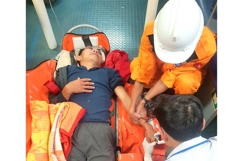 Cứu nạn kịp thời thuyền viên bị tai nạn lao động nghiêm trọng trên biển