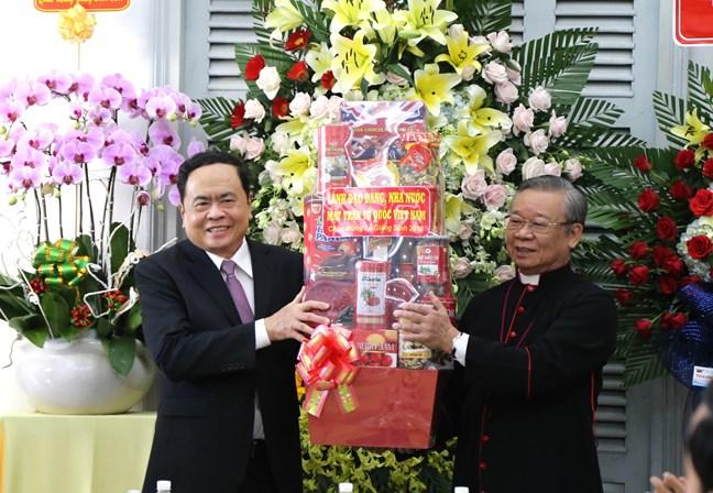 Chủ tịch Ủy ban Trung ương MTTQ Việt Nam chúc mừng Lễ Giáng sinh tại Tòa Giám mục Cần Thơ