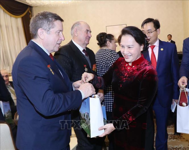 Chủ tịch Quốc hội Nguyễn Thị Kim Ngân gặp cựu chiến binh Belarus từng tham gia chiến đấu tại Việt Nam