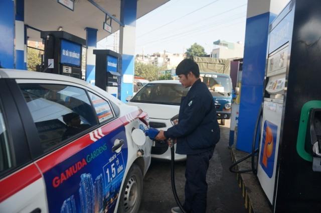 Điều chỉnh giá xăng E5RON92 giảm 90 đồng lít