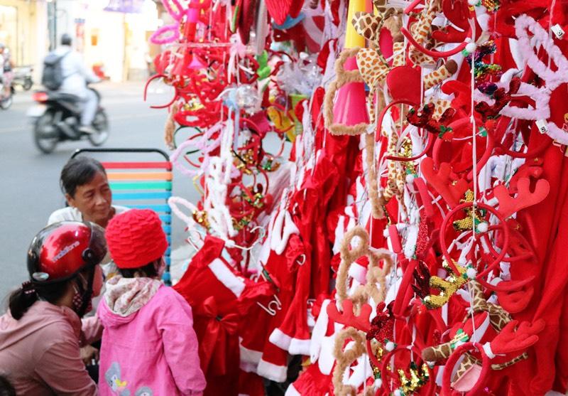 TP Hồ Chí Minh rực rỡ sắc màu Giáng sinh