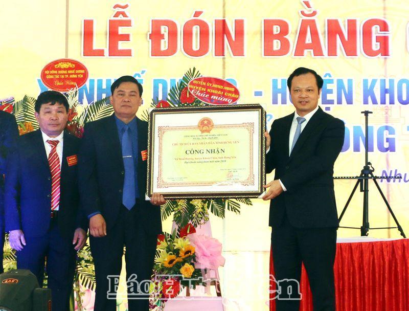 Xã Nhuế Dương đón Bằng công nhận đạt chuẩn NTM